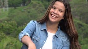 乐趣和愉快的青少年的女孩 免版税库存照片
