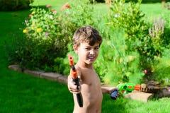 乐趣在庭院里在夏天 库存照片