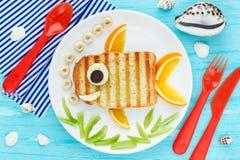 乐趣孩子创造性的三明治金鱼的食物艺术 免版税库存照片