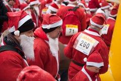 乐趣拉脱维亚里加运行圣诞老人结构 图库摄影