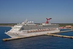 乐趣查出热带端口的船 库存照片
