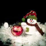 乐趣玩具雪人和圣诞节球在黑背景 库存照片