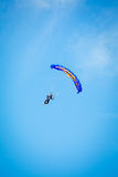 乐趣跳伞的天空跳伞运动员 图库摄影