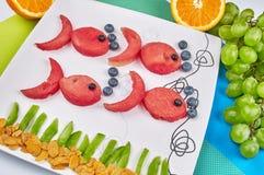 乐趣食物 由果子做的鱼 免版税库存照片