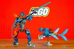 乐高Bionicle - Gali, Uniter水和秋田,水生物字符(玩具)宇宙  免版税库存照片