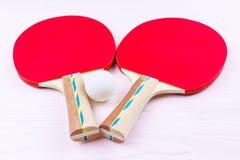 乒乓球的球拍 免版税库存照片