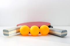 乒乓球的球拍 免版税图库摄影
