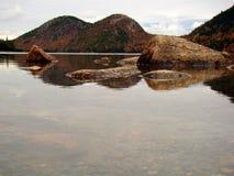 乔丹池塘在秋天,阿卡迪亚国家公园,缅因 免版税库存照片
