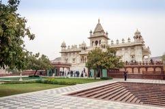 乔德普尔城,印度- 2015年1月1日:旅游参观Jaswant Thada陵墓 免版税图库摄影