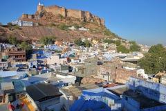 乔德普尔城,拉贾斯坦,印度- 2017年12月17日:Mehrangarh堡垒和蓝色市全视图乔德普尔城 库存图片
