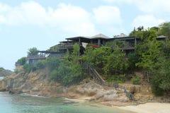 乔治・阿玛尼` s Cliffside撤退在安提瓜岛位于船上厨房海湾 免版税库存照片