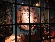 乔治城商店窗口在晚上 免版税库存图片