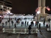 乔治城江边滑冰的溜冰场的溜冰者 库存照片