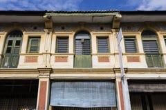 乔治市,马来西亚, 2017年12月19日:老大厦的门面 库存照片