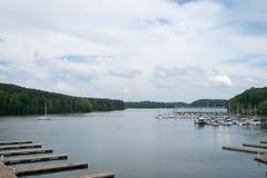 乔轮车国家公园小游艇船坞和视图 免版税库存图片