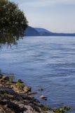 乔轮车水坝的田纳西河 免版税图库摄影