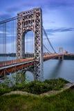 乔治・华盛顿桥梁和哈得逊河微明的 免版税库存照片