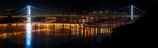 乔治・华盛顿桥梁和曼哈顿地平线 免版税图库摄影