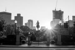 乔治・华盛顿纪念碑在公园波士顿里 免版税库存照片