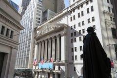 乔治・华盛顿观察纽约证券交易所大厦 免版税库存图片