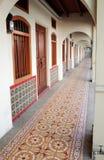 乔治城殖民地居民房子的柱廊 免版税图库摄影