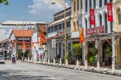 乔治城,槟榔岛/马来西亚-大约2015年10月:老唐人街街道在乔治城,槟榔岛,马来西亚 免版税库存照片