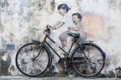 乔治城,槟榔岛/马来西亚-大约2015年10月:街道在大厦的墙壁上的艺术和街道画绘画在老乔治城 免版税库存图片