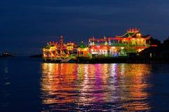 乔治城,马来西亚- 11月18,2016 :Hean嘘Thean Kuanyin中国佛教寺庙nightview在氏族跳船的在夜之前 Bui 库存照片