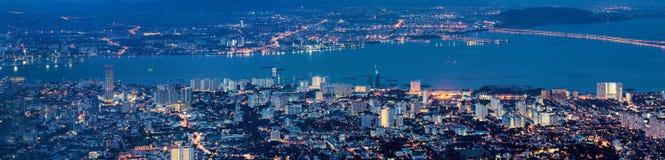 乔治市槟榔岛马来西亚鸟瞰图在蓝色小时 库存照片