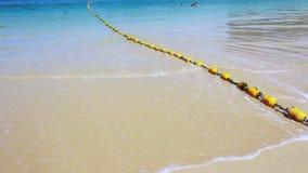 乘一条长尾巴小船到莱莉海滩莱莉海滩美丽的海滩和海 影视素材