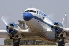 乘出租车与支柱迷离的道格拉斯DC-3 免版税库存图片