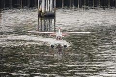 乘出租车从前面的水上飞机 库存照片