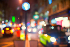 乘出租车在伦敦街道DEFOCUS的 库存图片