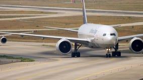 乘出租车在登陆以后的波音777 股票录像