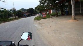 乘在亚洲的路的摩托车旅行 旅行癖和新的发现 股票录像
