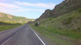 乘在Chuysky Trakt的汽车旅行在阿尔泰山 影视素材