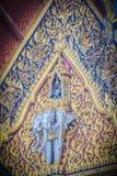 乘坐三个头大象的天使美好的雕塑在 免版税库存照片