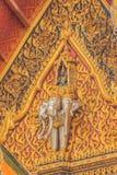 乘坐三个头大象的天使美好的雕塑在 库存照片