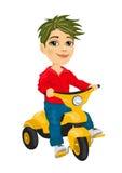 乘坐三轮车的逗人喜爱的小男孩 免版税图库摄影