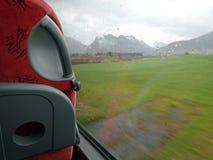 乘坐在公共汽车在一个雨天 免版税库存照片