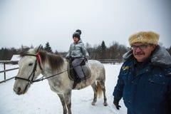 乘坐在哥萨克人的复兴节目的框架里孩子训练在列宁格勒地区 图库摄影