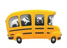 乘坐在校车的孩子 免版税图库摄影