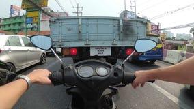 乘坐在沿亚洲公路交通的一辆摩托车 植物园nong nuch pattaya泰国 影视素材