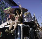 乘坐在第37个每年Provincetown狂欢节队伍的人们在Provincetown,马萨诸塞 免版税库存图片