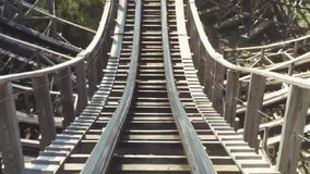 乘坐在过山车在游乐园 极其 欢乐 蝴蝶日草夏天晴朗的swallowtail 速度 Timelapse 股票录像