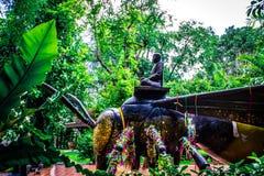 乘坐昆虫2的修士雕象  库存照片