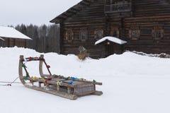 乘坐的爬犁在建筑和ethnog的Shrovetide 库存照片
