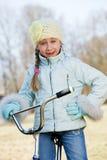 乘坐自行车的女孩户外 免版税库存图片
