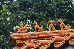 乘坐菲尼斯和myt的人的中国皇家屋顶装饰 免版税库存照片