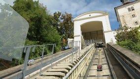 乘坐萨格勒布缆索铁路和享受旅行,运输的人观点 影视素材